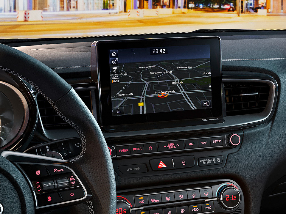 "Navigație 8.0"" + Sistem infotainment + Apple Car Play și Android Auto"